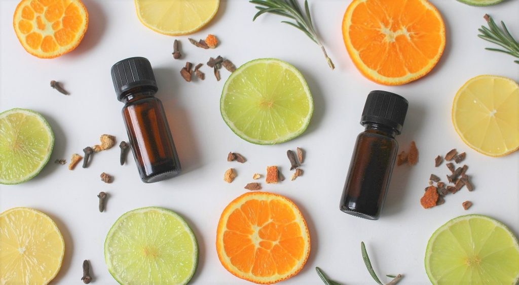 essential oils for a low-tox lifestyle